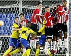 Foto: Omstreden strafschop helpt Cambuur aan winst bij Jong PSV