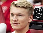 Foto: Ajax-fans maken aankoop met de grond gelijk: 'Hij moet zich kapot schamen'