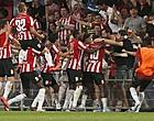 """Foto: Geduld PSV-fans is helemaal op: """"Verkoop hem!"""""""