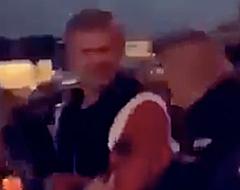 🎥 Bizarre beelden: woedende Haaland wordt hardhandig de kroeg uitgegooid