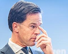 """Rutte waarschuwt betaald voetbal: """"Dat zal moeten"""""""