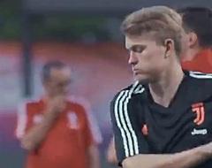 🎥 Nu al razend populaire De Ligt heeft eerste Juve-training erop zitten