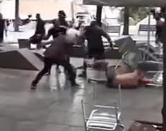 Schandalige beelden vanuit Barcelona: weerloze PSV-fan in elkaar geslagen