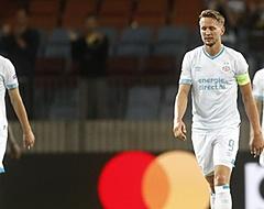 Fans branden PSV'er compleet af: 'Wát een kansloze actie'
