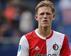 Ajax wint mini-Klassieker met drie rode kaarten in De Kuip