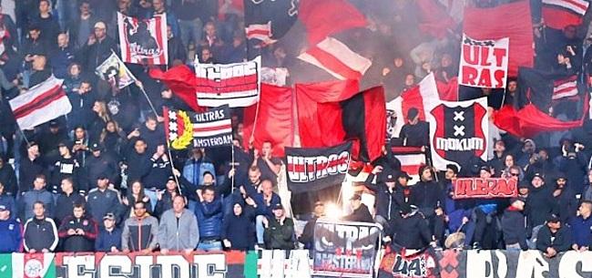 Foto: Ajax-fans lachen Feyenoord-speler keihard uit