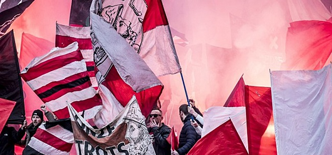 Foto: VIDEO: Fans houden Ajax-bus tegen: