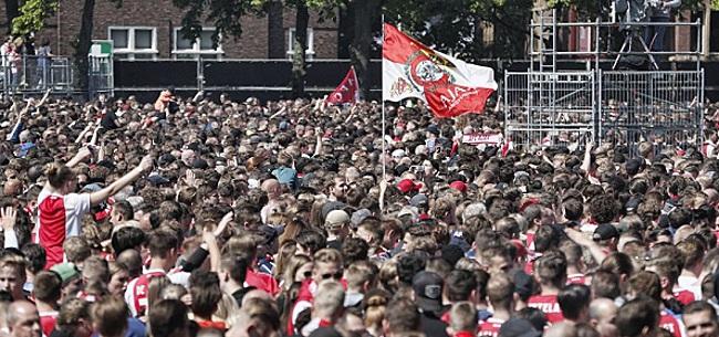 Foto: Politie verricht tientallen aanhoudingen bij Ajax-huldiging