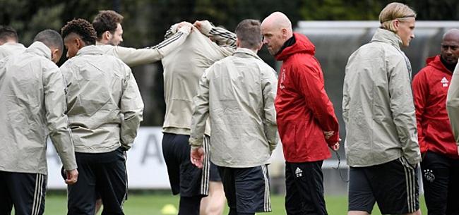 Foto: Ten Hag vol lof over Ajacied: 'Hij is de tacticus van onze ploeg'