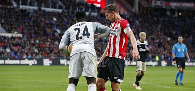 Foto: PSV-kamp haalt uit naar Ajax: