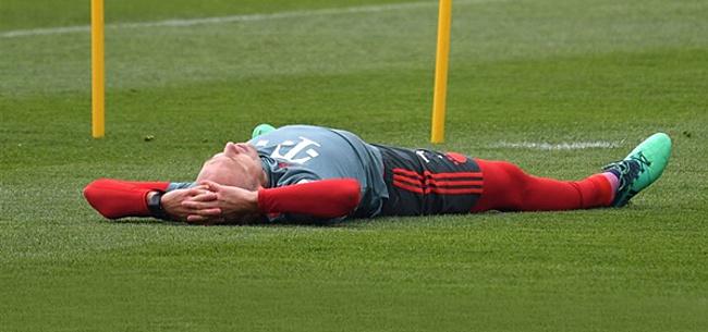 Foto: Robben raakt Bayern-eerbetoon kwijt na telefoontje uit München