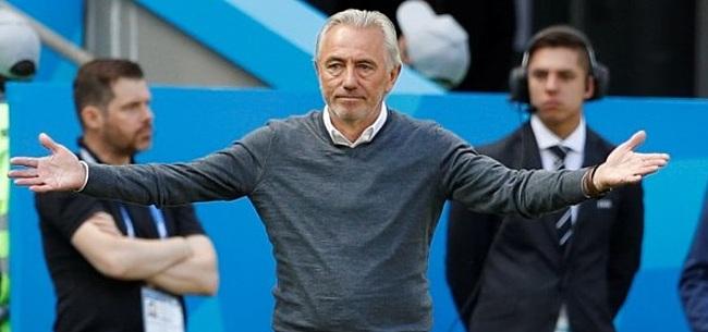 Foto: Van Marwijk wijst zijn grote WK-uitblinker aan: