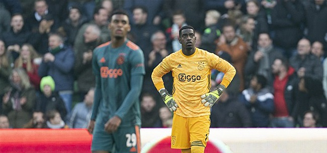 Foto: Ajax-fans gaan massaal los op Ajacied: 'Nooit meer opstellen'