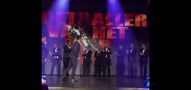 Foto: VIDEO: Feyenoord-coach Gio steelt de show met dansmoves!