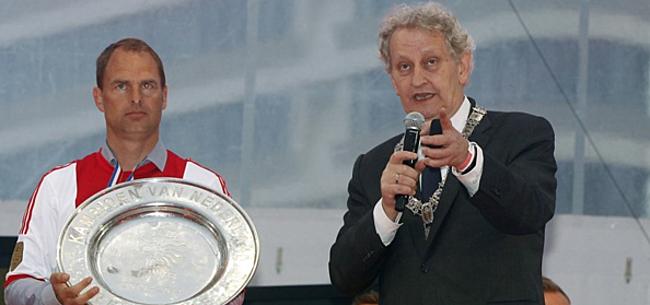 Foto: Ajax-directeur Van der Sar vertelt over Van der Laan