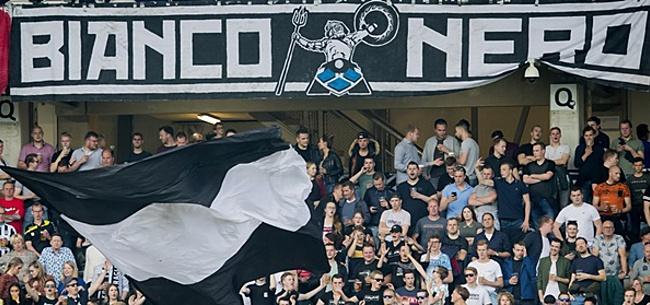 Foto: Fans Heracles Almelo protesteren tegen nieuwe stadionnaam