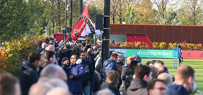 Foto: Feyenoord-fans zien Varkenoord tegen de vlakte gaan