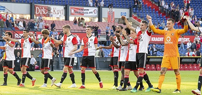 Foto: Feyenoord-fans leggen 'eis' op tafel bij Van Bronckhorst