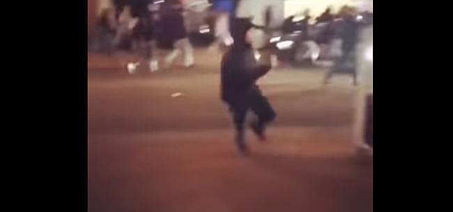 Foto: Schrikbarende beelden van knokpartij hooligans ADO en NEC: 'Stel beesten'