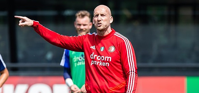 Foto: Feyenoord-trainer Stam treurt: