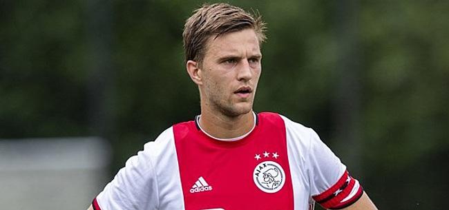 Foto: Ajax-fans schrijven allemaal hetzelfde over nieuw contract Veltman
