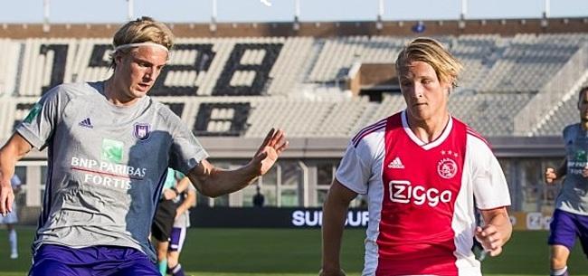 Foto: Voetbalfans hekelen Ajax en PSV: