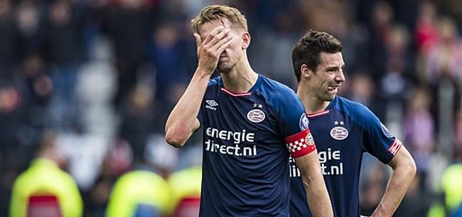 Foto: Ajax-fans steken de draak met PSV'er: 'Wat een sukkel'
