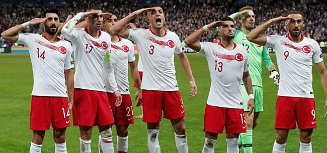 Foto: President Erdogan reageert op militair saluut Turkse ploeg