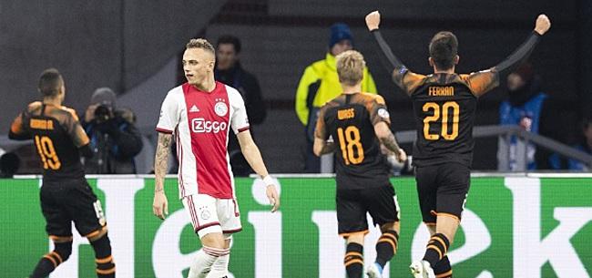 Foto: Ajax-fans wijzen schuldige voor achterstand aan: 'Vreselijk, wisselen!'