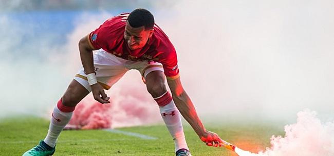 Foto: Van Rhijn wil veld verlaten, maar mag niet: 'We zijn een team'
