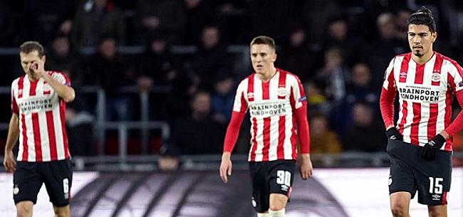 Foto: PSV-fans hebben het helemaal gehad: