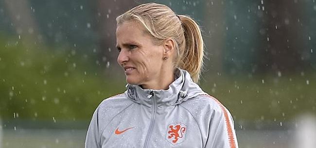 Foto: KNVB eert Wiegman op prachtige wijze na WK-succes