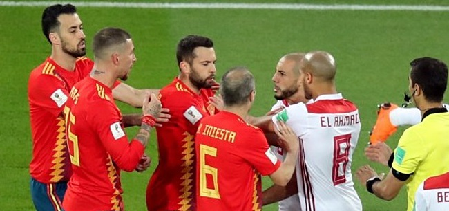 Foto: Kijkers Spanje-Marokko halen uit: