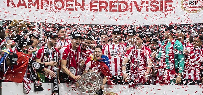 Foto: VIDEO: Kampioenen van PSV bestijgen de platte kar in bomvol Eindhoven