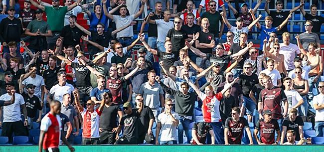 Foto: Boze Feyenoord-fans wijzen naar álle andere Eredivisie-clubs
