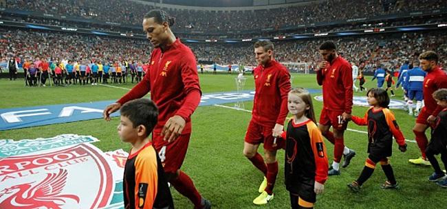 Foto: Virgil van Dijk met de grond gelijk gemaakt door kijkers Liverpool - Chelsea