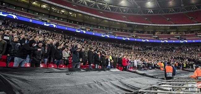 Foto: Opmerkelijk: PSV-fan John van den Heuvel werd stadion uitgeknikkerd