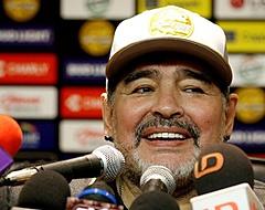 Diego Maradona in besloten kring begraven