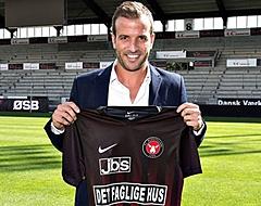 Van der Vaart poseerde met Valencia-shirt bij HSV:
