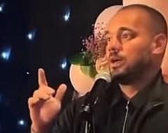 Sneijder zingt Arabisch op bruiloft zaakwaarnemer Frenkie (🎥)