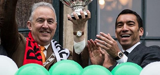 Foto: Aboutaleb laat 'gewoon' supporters toe bij Feyenoord
