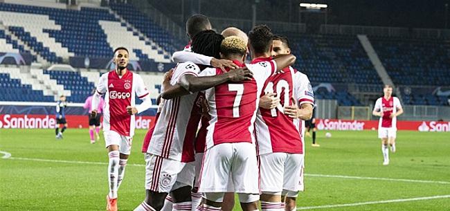 Foto: Ajax-aanhang maakt 'hansworst' met de grond gelijk