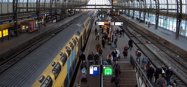 Foto: Deense oud-speler raakt besmet met corona in Amsterdam; viertal in quarantaine
