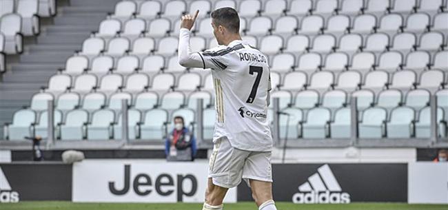 Foto: Ronaldo smijt met shirt: