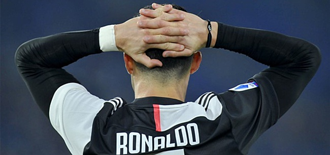Foto: Cristiano Ronaldo en minister rollebollend over straat