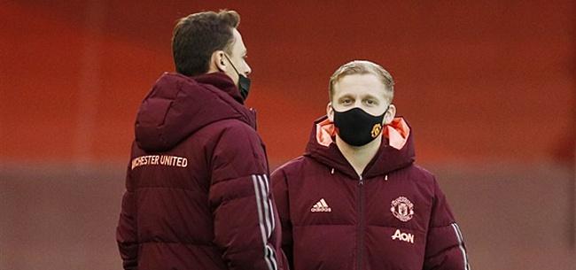 Foto: United-fans smeken om Van de Beek om blamage te voorkomen: 'Unlock him'