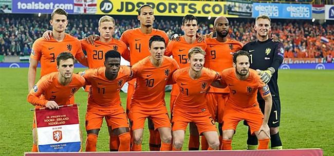 Foto: Oranje-fans hekelen opstelling: 'Koeman is echt een idioot!'