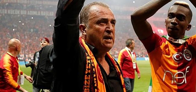 Foto: Galatasaray-coach viert behaalde titel met screenshot NOS Teletekst