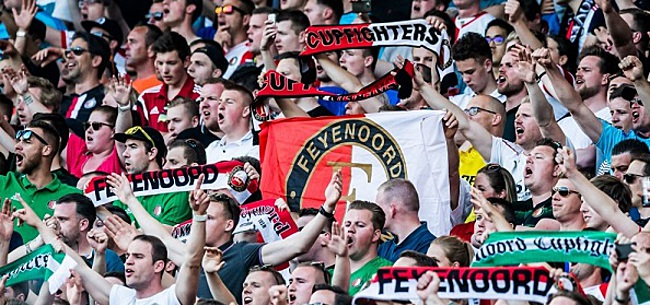 Foto: Fans Feyenoord en ADO protesteren tegen Antifa en 1,5 meter