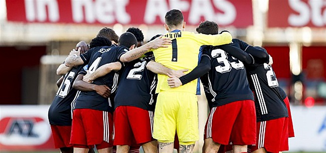 Foto: Kijkers AZ-Feyenoord halen uit: 'Heeft-ie in de kroeg gezeten?'